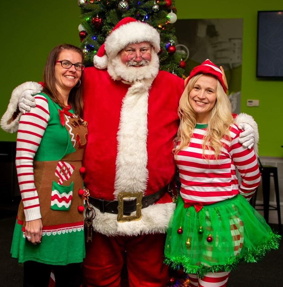 Santa Earl and other elves